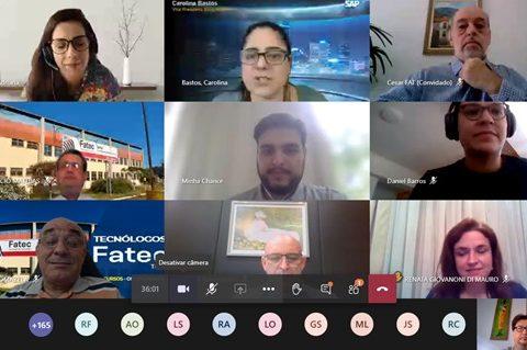 captura de tela de reunião com 9 membros
